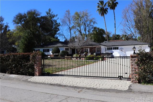 5813 Penfield Avenue, Woodland Hills, CA 91367