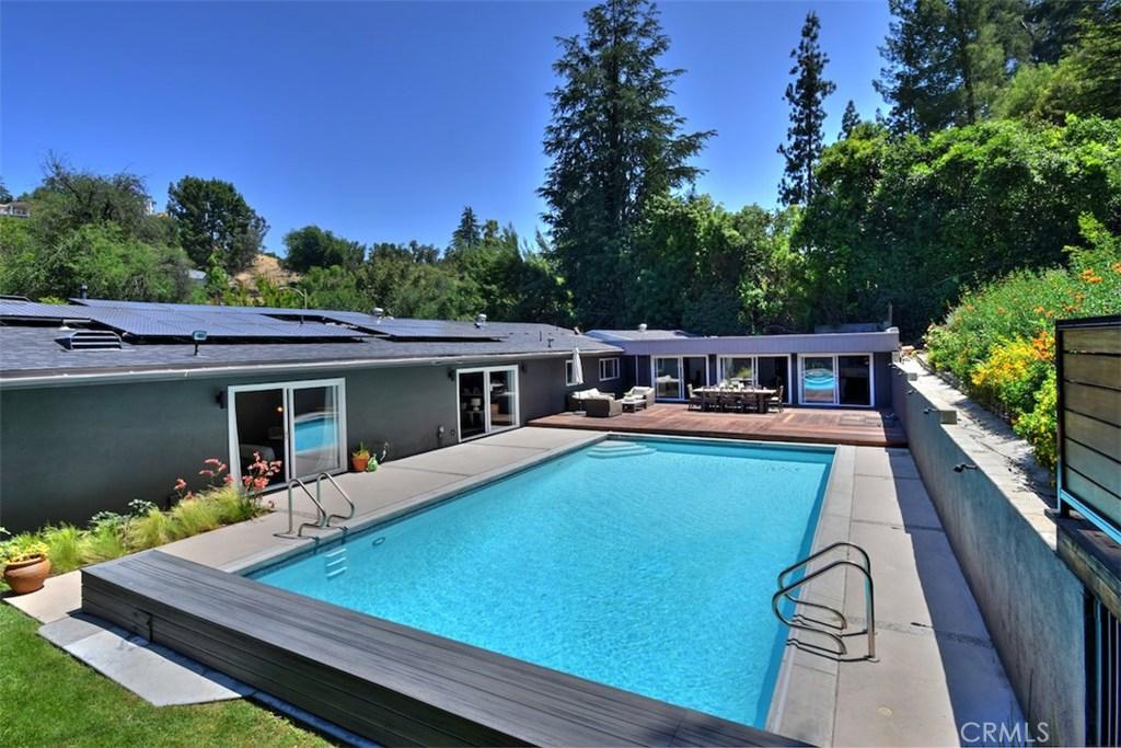 Photo of 4905 QUEEN VICTORIA Road, Woodland Hills, CA 91364
