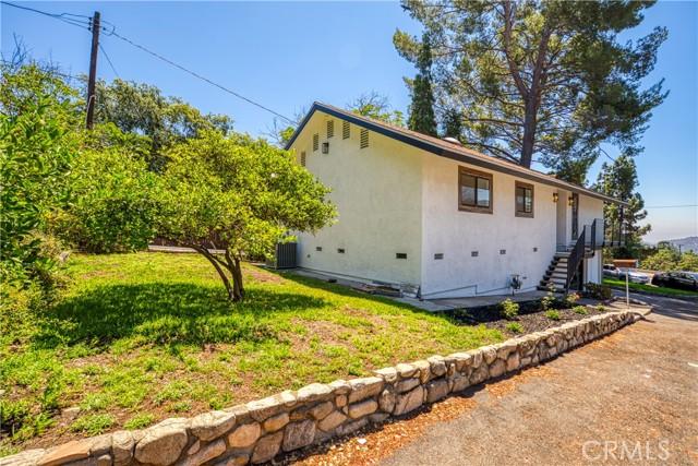 33. 2711 Altura Avenue La Crescenta, CA 91214