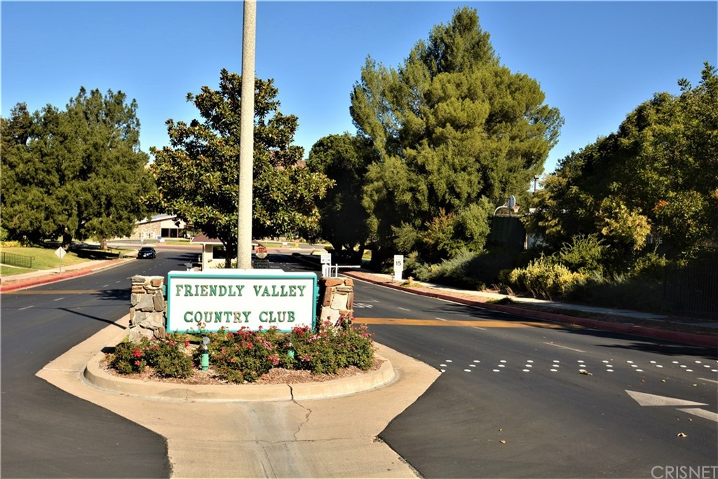 19022     Avenue Of The Oaks, Newhall CA 91321