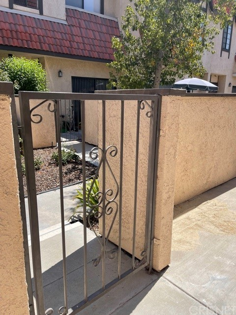 27629     NUGGET Drive   2, Canyon Country CA 91387