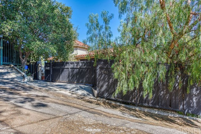 1746 Crisler Wy, Hollywood Hills, CA 90069 Photo