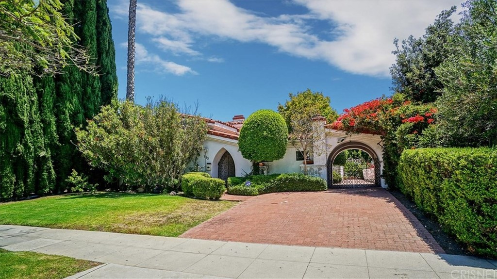 Photo of 110 NORTH PALM DRIVE, Beverly Hills, CA 90210