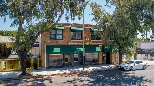 Mixed use opportunity in high barrier to entry Glendale. 90% financing available for owner user scenario. (1) Office (1)Retail/Office (5) residential units.  Both office/retail spaces are being offered vacant. Traffic count 32,410 VPD. On site parking. For detailed offering memorandum, rent roll etc, contact listing agent.