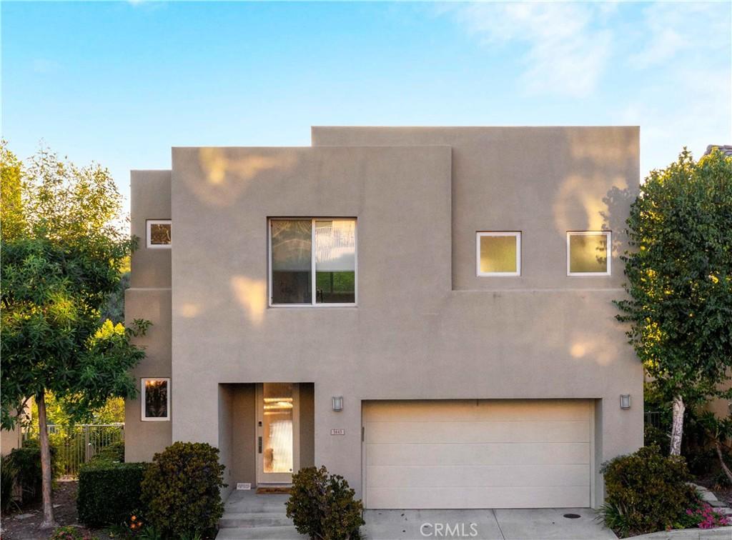 5643     Como Circle, Woodland Hills CA 91367