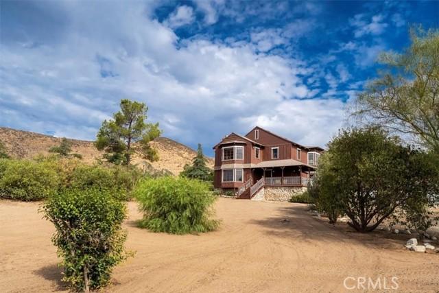 Gorgeous Turnkey 2 Story Victorian Farm Home, Fabulous Mountain Views