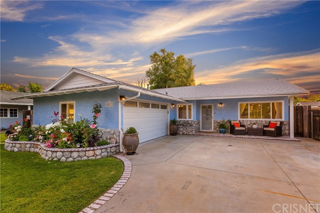 25113 De Wolfe Road, Newhall, CA 91321