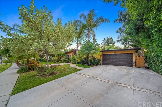 9. 5511 Fenwood Avenue Woodland Hills, CA 91367