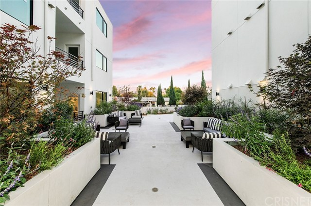 Image 36 of 5110 Whitsett Ave, Valley Village, CA 91607