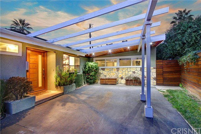 9342 Debra Avenue, North Hills, CA 91343