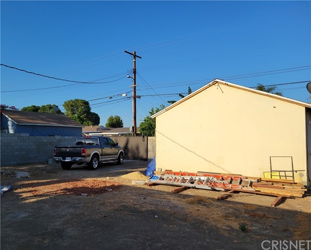 26. 8104 Lindley Avenue Reseda, CA 91335