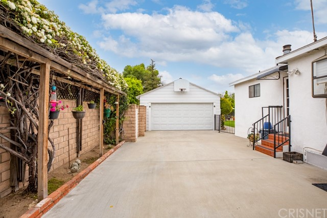 17340 Raymer St, Sherwood Forest, CA 91325 Photo 6