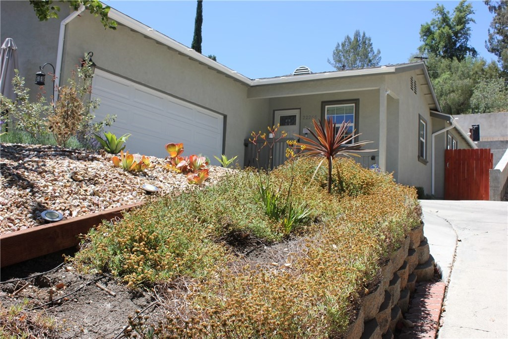 22266     Avenue San Luis, Woodland Hills CA 91364