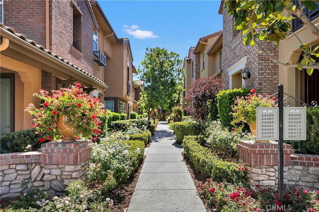 24493     Marzal Street, Valencia CA 91354
