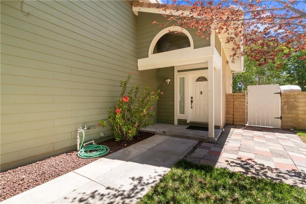 28204     Stonington Lane, Saugus CA 91350
