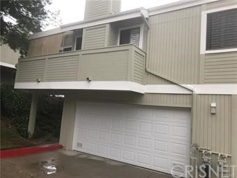 Beautiful townhome up graded. Close to shopping center, stainless steel appliances, beautiful hardwood floors, plantations shutters on the windows.