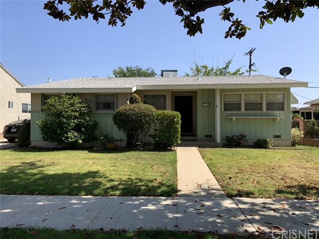 17130 Strathern Street, Lake Balboa, CA 91406