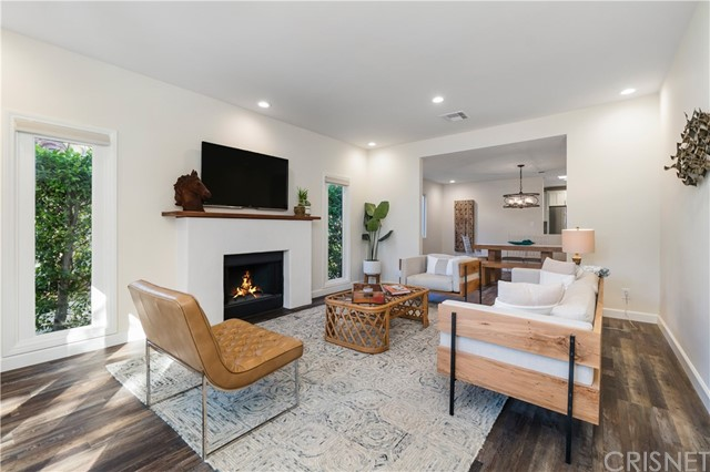 Image 4 of 816 N Mansfield Ave, Hollywood, CA 90038