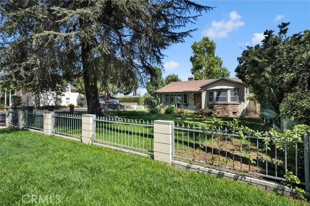 13627 Chandler Boulevard, Sherman Oaks, CA 91401