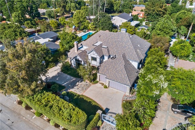 5946 Woodlake Avenue, Woodland Hills, CA 91367