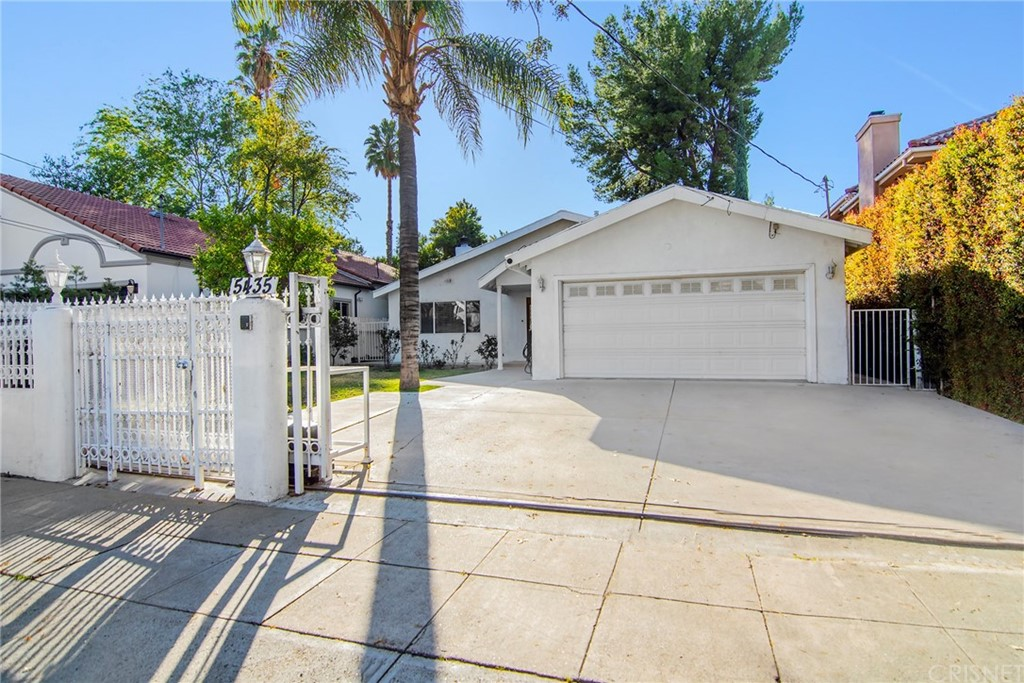 5435     Amigo Avenue, Tarzana CA 91356
