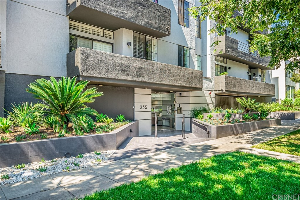 Photo of 235 South REEVES Drive #205, Beverly Hills, CA 90212