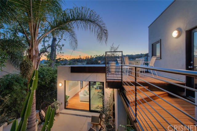 2061 Ivar Avenue, Los Angeles, CA 90068
