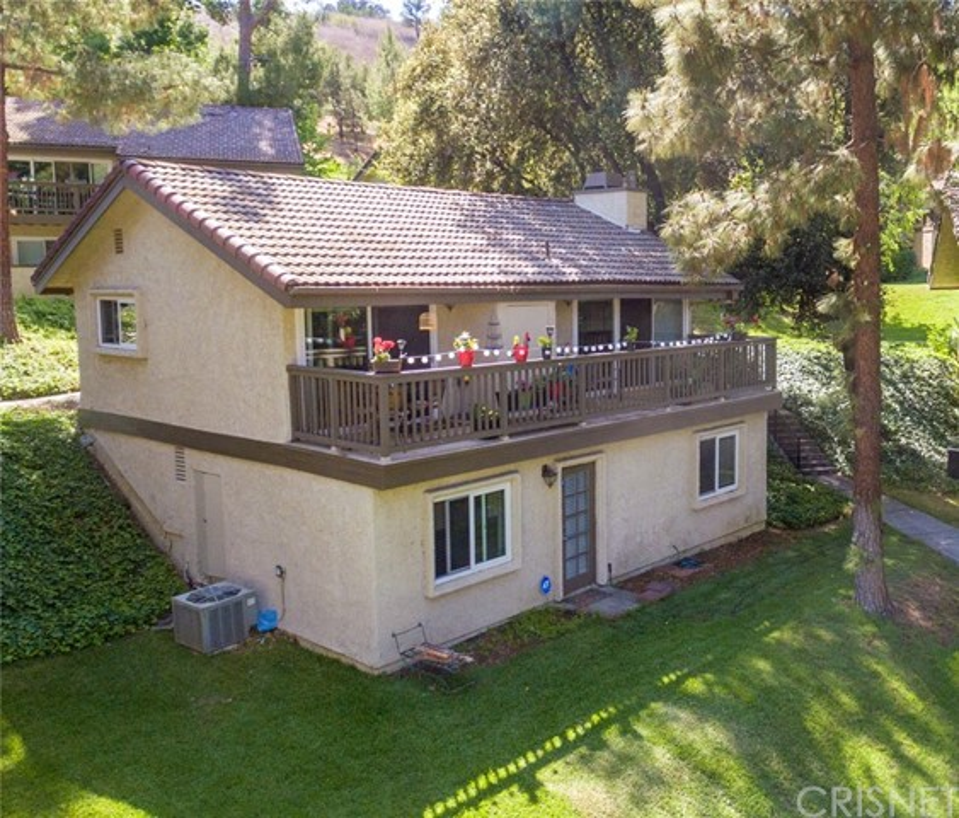 24. 66 Mockingbird Court Oak Park, CA 91377