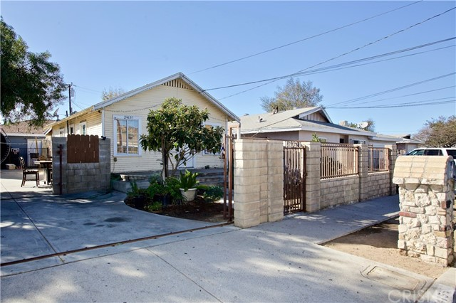 24155 Arch Street, Newhall, CA 91321