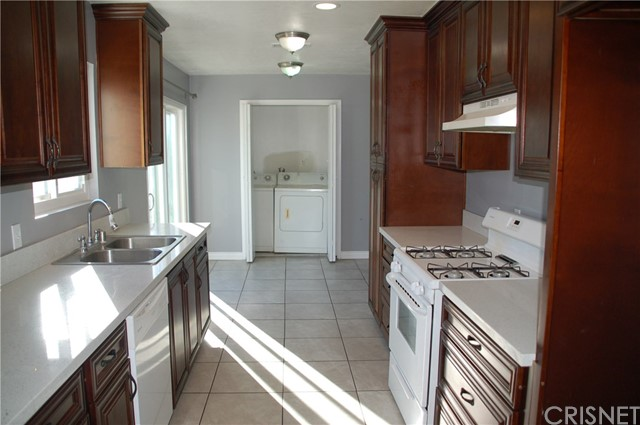 Image 5 of 17812 Silverstream Dr, Canyon Country, CA 91387