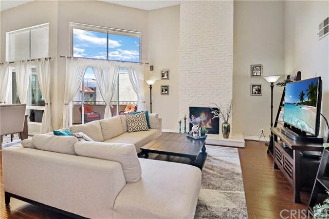 14569 Benefit Street 304, Sherman Oaks, CA 91403