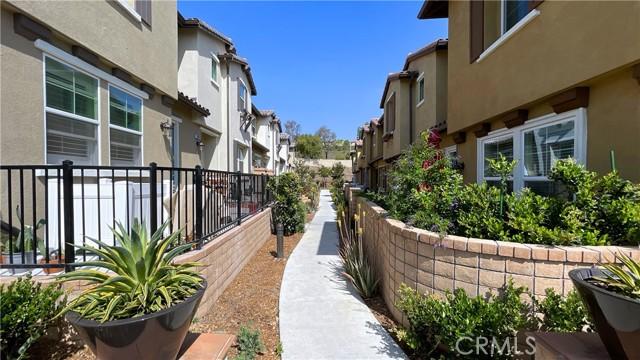 28667 Jardineras, Valencia, CA 91354