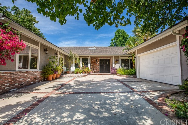 Photo of 22370 Algunas Road, Woodland Hills, CA 91364