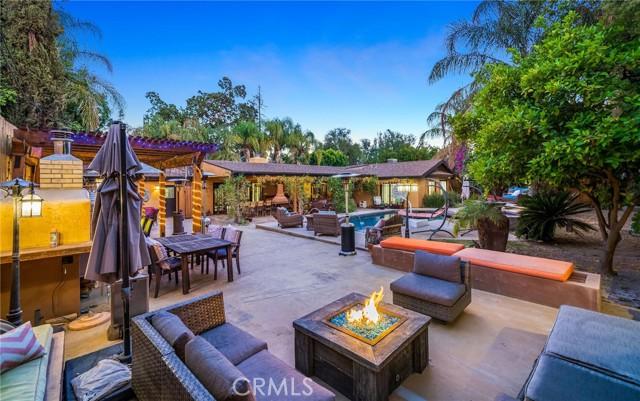 6. 5511 Fenwood Avenue Woodland Hills, CA 91367