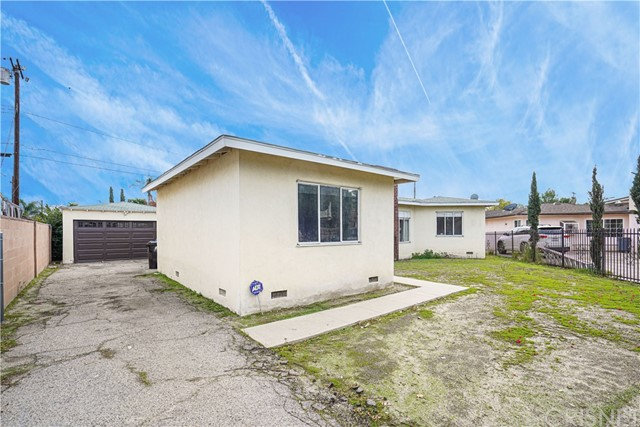 8034 Gentry Avenue, North Hollywood, CA 91605