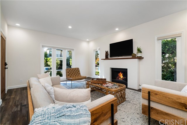 Image 6 of 816 N Mansfield Ave, Hollywood, CA 90038