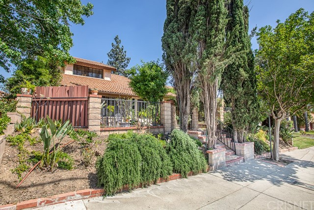 15956 Yarnell Street, Sylmar, CA 91342