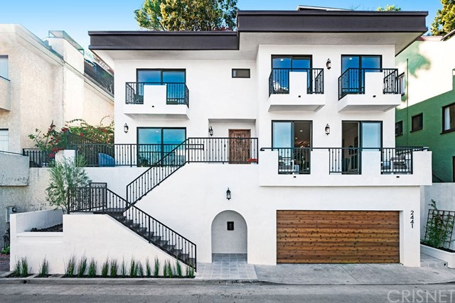 2441 Claremont Avenue, Los Angeles, California 90027, 4 Bedrooms Bedrooms, ,3 BathroomsBathrooms,Single family residence,For Sale,Claremont,SR19038552