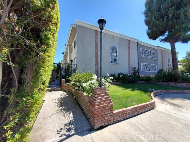 14144 Burbank Boulevard 1, Sherman Oaks, CA 91401