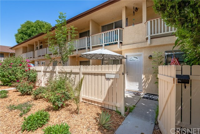 8041 Canby Avenue 3, Reseda, CA 91335