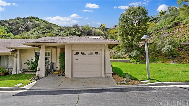 26700 Winsome Circle, Newhall, CA 91321