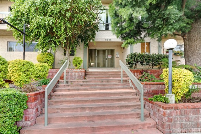 5055 Coldwater Canyon Avenue 104, Sherman Oaks, CA 91423
