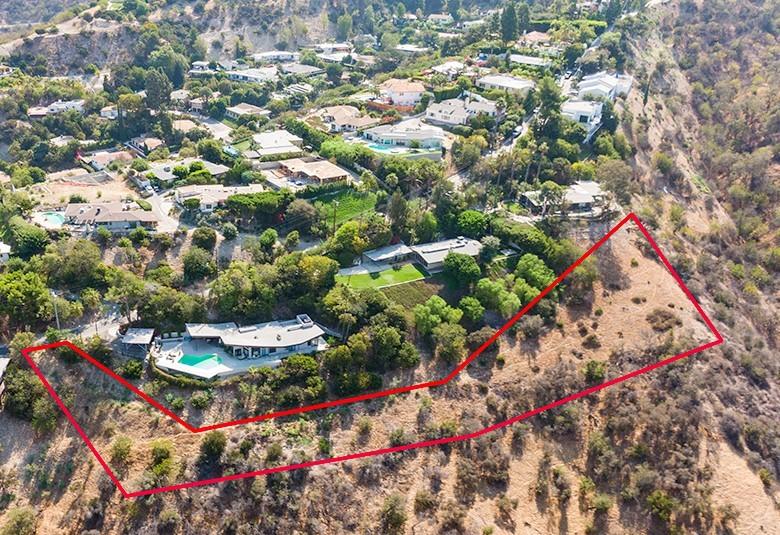 3701 Glenridge Drive, Sherman Oaks CA: https://media.crmls.org/mediascn/8d5f0e1e-d69c-4e91-8b03-5a8cb48dcce8.jpg