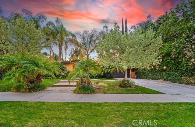 8. 5511 Fenwood Avenue Woodland Hills, CA 91367