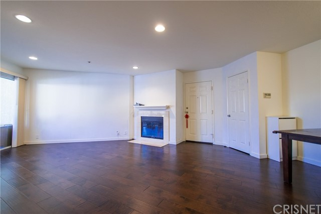 Photo of 631 Oak Run #206, Oak Park, CA 91377