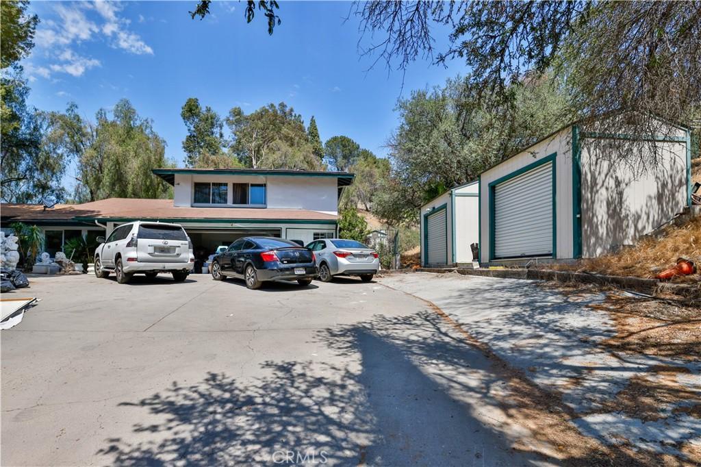 4880     Winnetka Avenue, Woodland Hills CA 91364