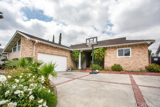 10015 Petit Avenue, North Hills, CA 91343