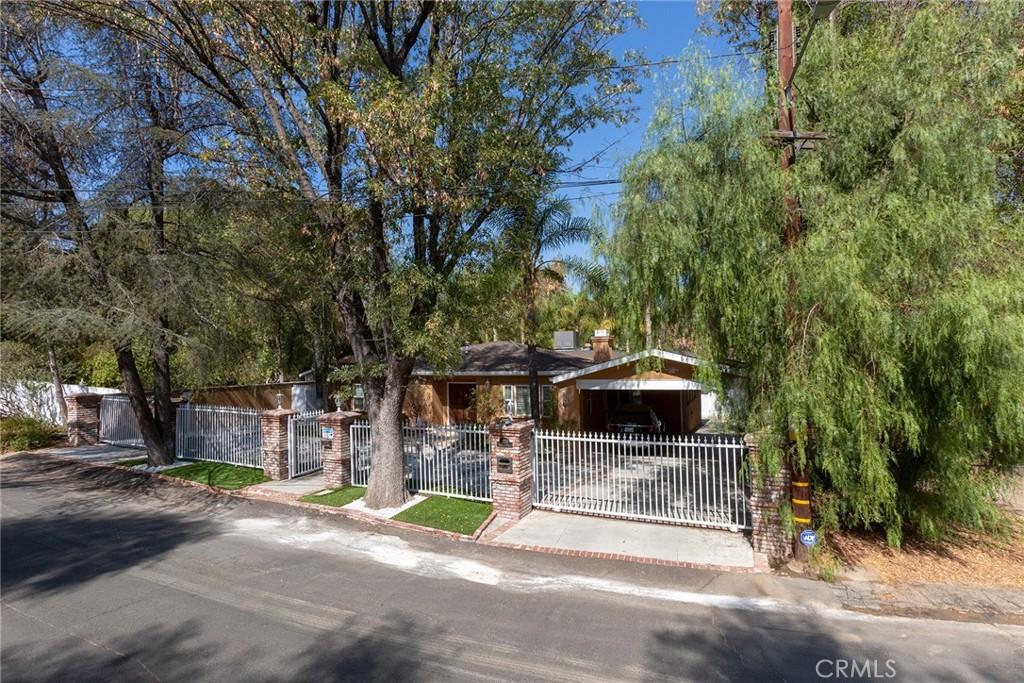 22209     Dolorosa Street, Woodland Hills CA 91367