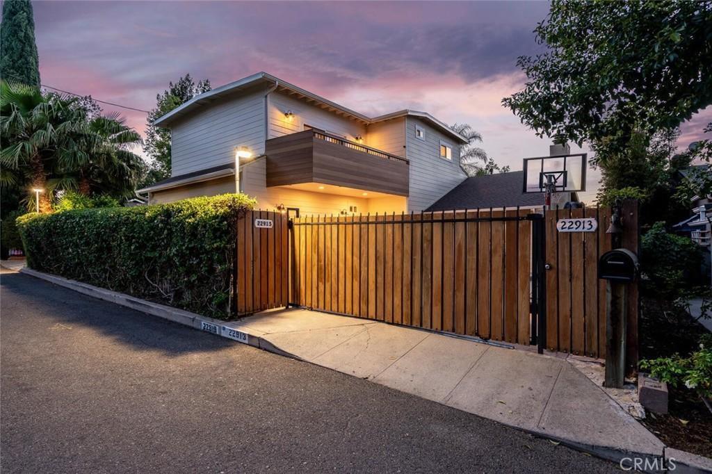 22913     Crespi Street, Woodland Hills CA 91364