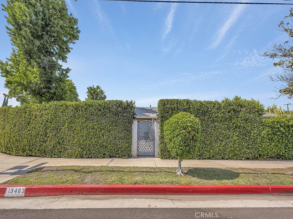 13463     Magnolia Boulevard, Sherman Oaks CA 91423